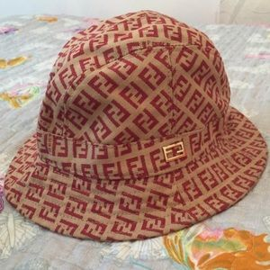 FENDI Classic Bucket Hat  D0601 330e0a131